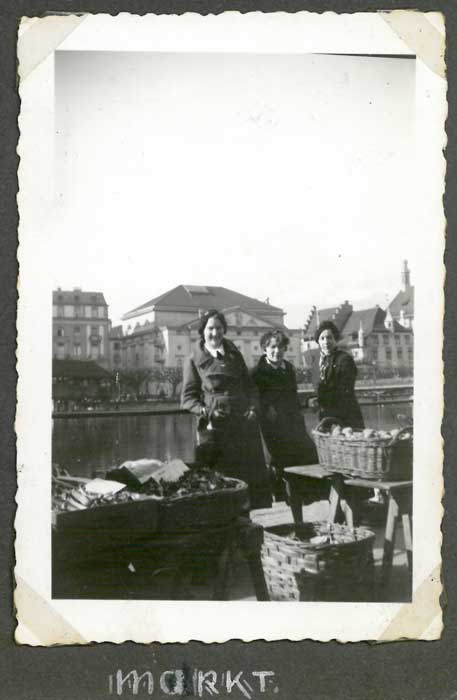 https://www.bhic.nl/media/pagemedia/image/kjv-vught_1935_p3-1_luzern-markt.jpg?6-0-20-rc-1